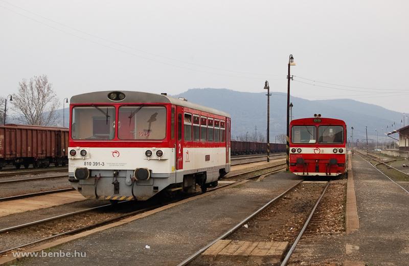 A ŽSSK 810 391-3 és a 812 002-4 Füleken fotó