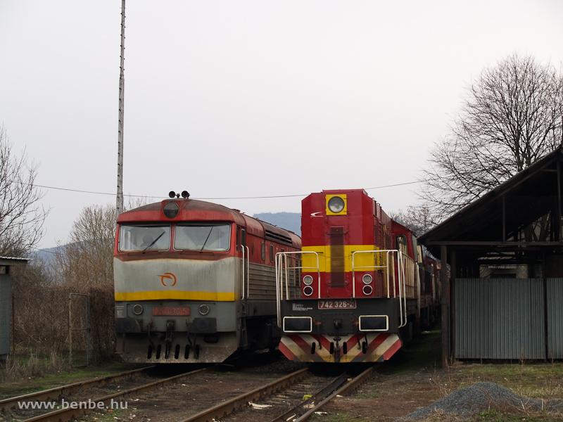 A ŽSSKC 751 036-5 és a 742 326-2 Füleken fotó