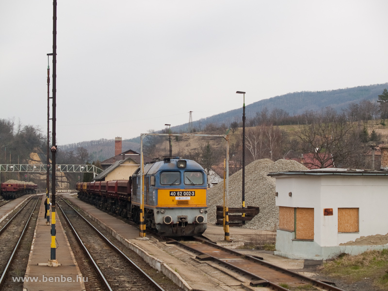 A Jászvasút (korábban a MÁV Hajdú kft. tulajdonában lévő) 40 62 002-3 pályaszámú dízelmozdonya Somoskőújfaluban fotó