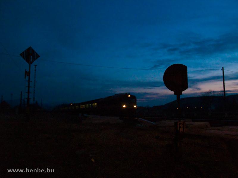 Csörgős gyorsvonat érkezik Kisterenyére fotó