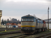 The 752 041-4 with the fortress of Fülek