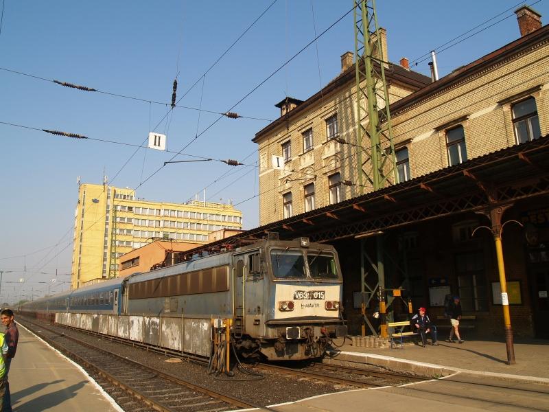 V63 015 Pécs állomáson a Baranya IC-vel fotó