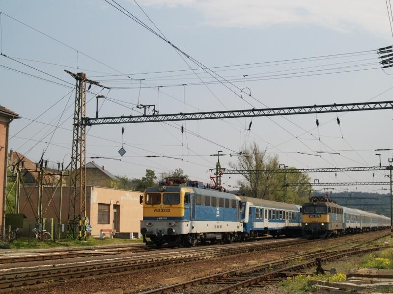 V43 3333 és V43 1078 Szakály-Hőgyész állomáson fotó