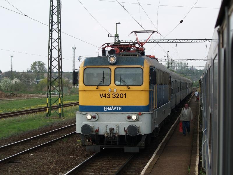 V43 3201 Pincehelyen fotó