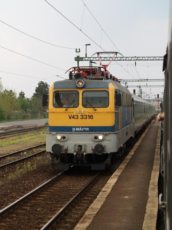 V43 3316 Pincehelyen fotó