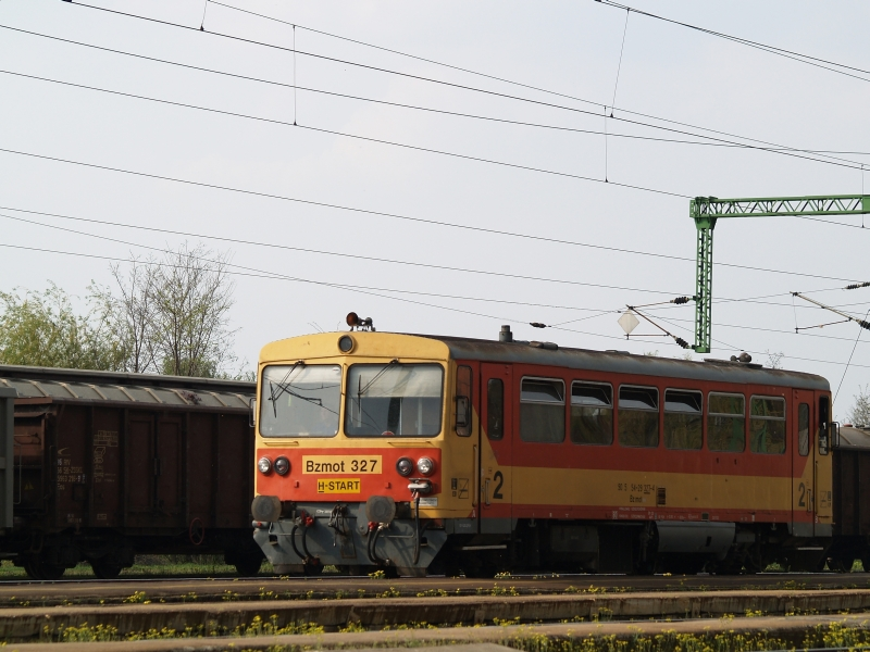 Bzmot 327 indul mindjárt Székesfehérvárra Sárbogárdról fotó