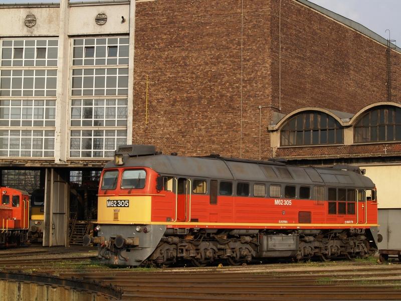 M62 305 a székesfehérvári fűtőházban fotó
