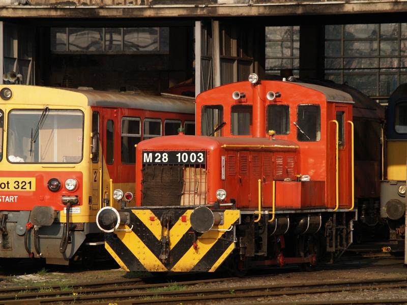 M28 1003 a székesfehérvári fűtőházban fotó