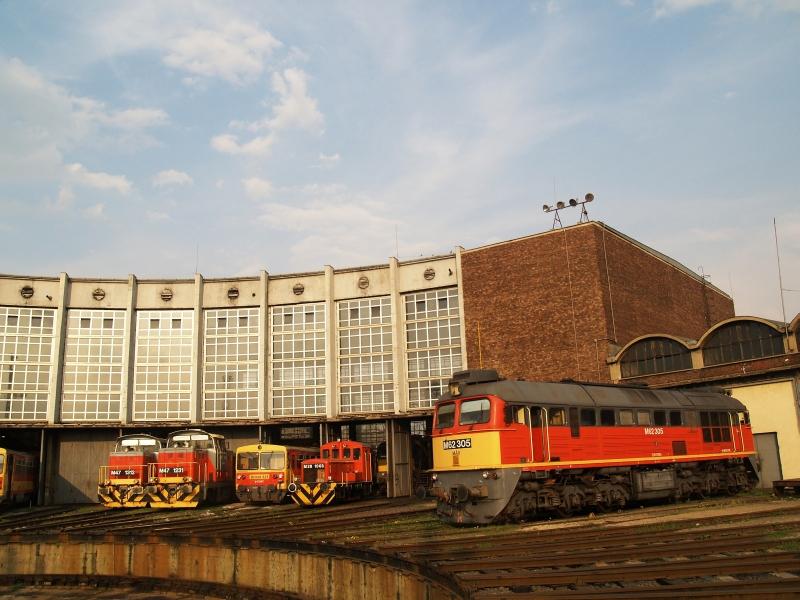 M47 1312, M47 1231, Bzmot 321, M28 1003 és M62 305 a székesfehérvári fűtőházban fotó