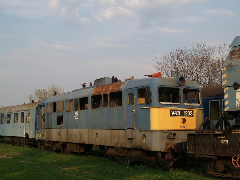 V43 1233 a székesfehérvári fűtőházban fotó