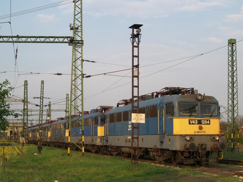 V43 1284 a székesfehérvári fűtőházban fotó