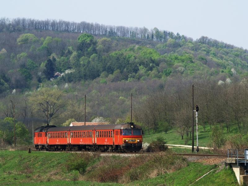 Btx 011 indul Vokány - immár - megállóhelyről fotó