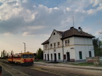 The Bzmot 330 with a passanger train bound for Pusztaszabolcs at Börgönd