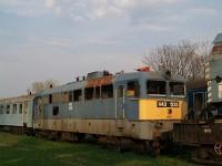 V43 1233