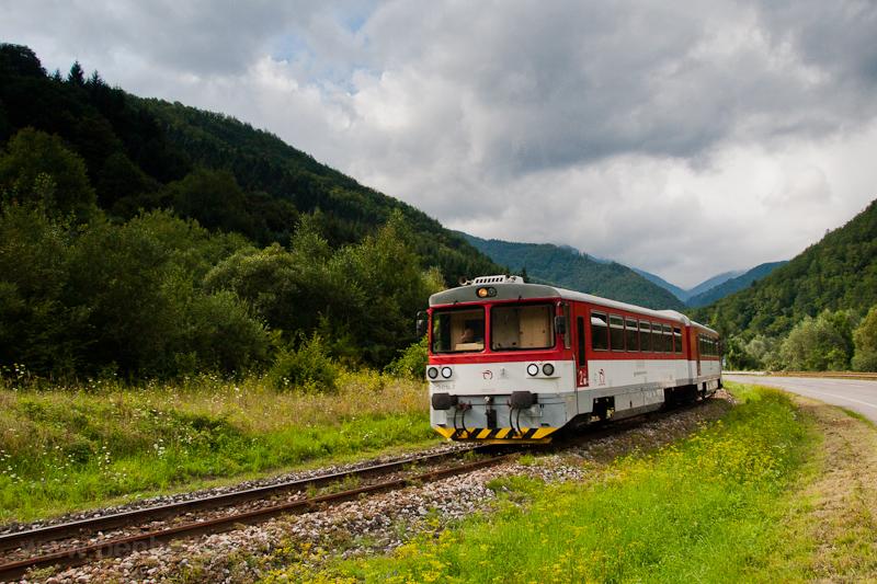 Az ŽSSK 913 014-7 Kralován megálló és Kralován (régen Vágkirályháza) között fotó