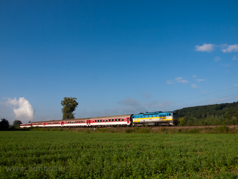 The ŽSSK 750 003-6 seen between Nováky and Kos photo