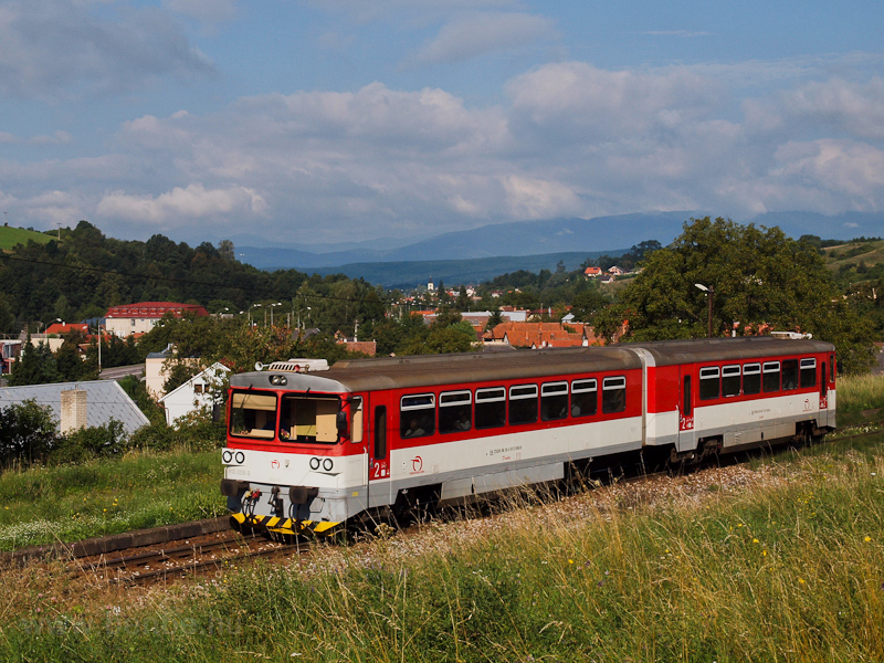 The ŽSSK 913 008-9 seen between Jalovec and Ráztočno photo