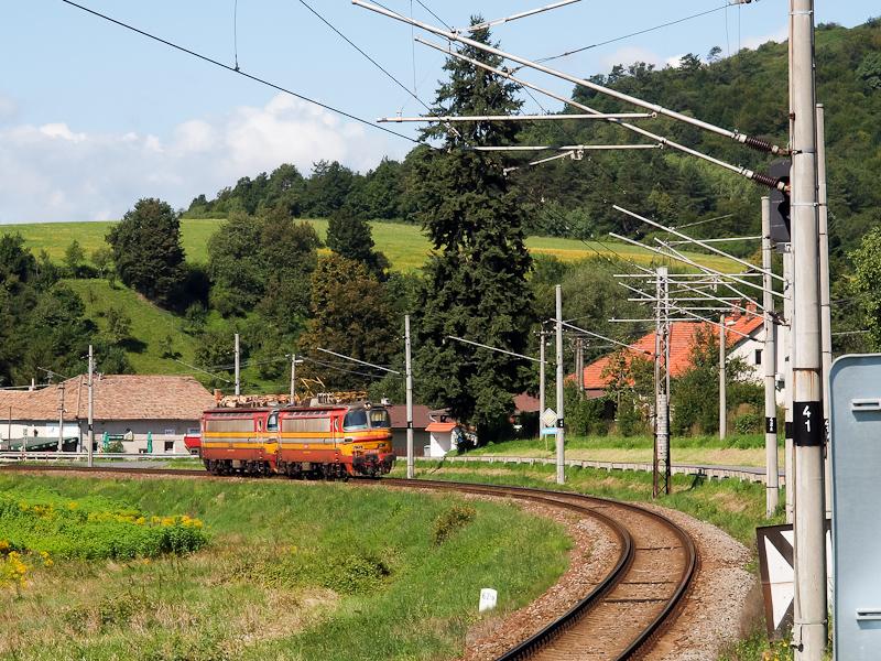 Az ŽSSK 240 090-1 és a 240 034-9 Saskőváralja és Jálna között fotó