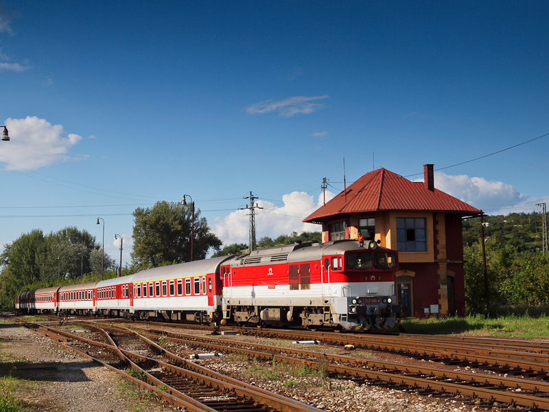 The ŽSSK 757 010-4 seen at Fülek (Fil'akovo, Slovakia) photo