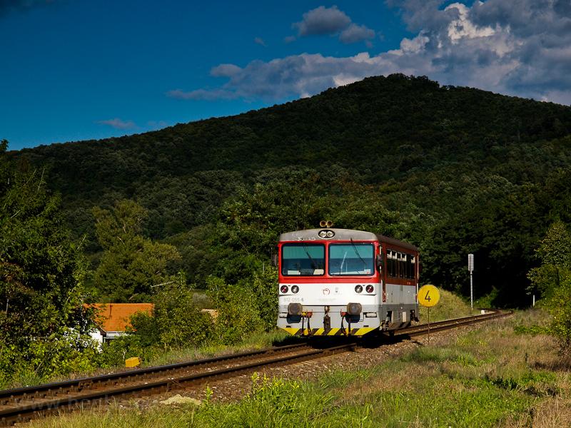 A ŽSSK 812 055-6 Ajnácskő állomáson fotó