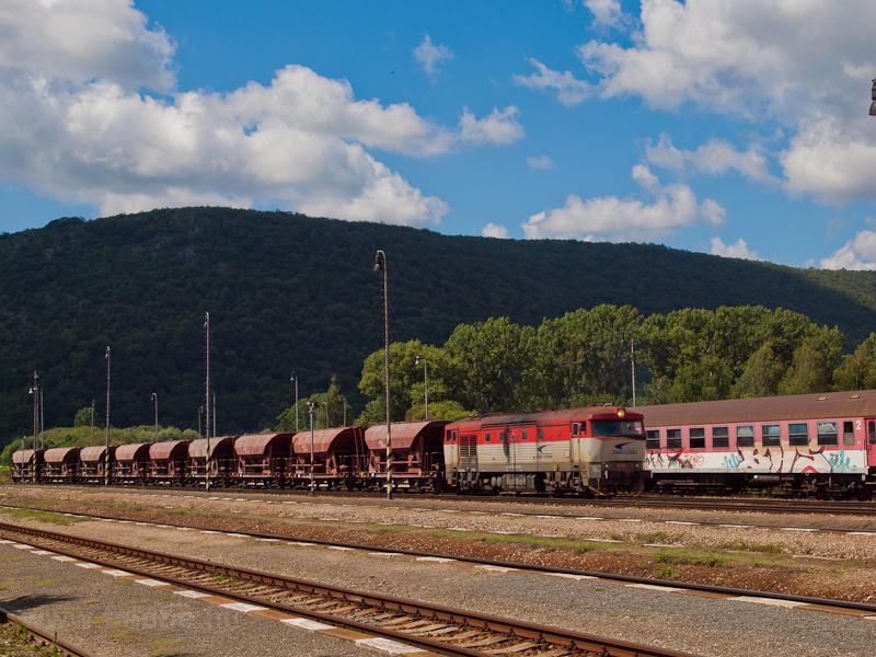 A ŽSSKC 751 118-1 Pelsőcz állomáson fotó