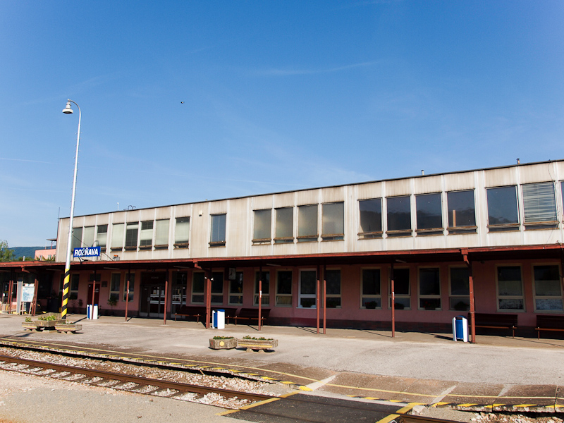 The station building at Ro& photo