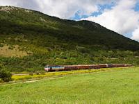 A ŽSSKC 752 023-2 Rozsnyó és Szalóc között a Dobsinából érkezett tolatós tehervonattal