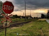 Állj! Tizenhatszoros vasúti átkelõhely!