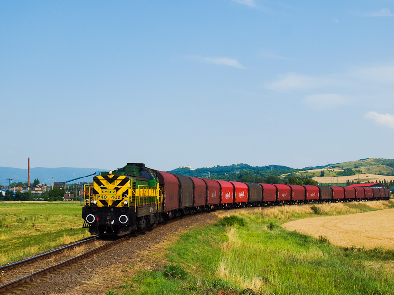 The M40 402 seen with the Preymesser freight train between Tokod and Tát photo