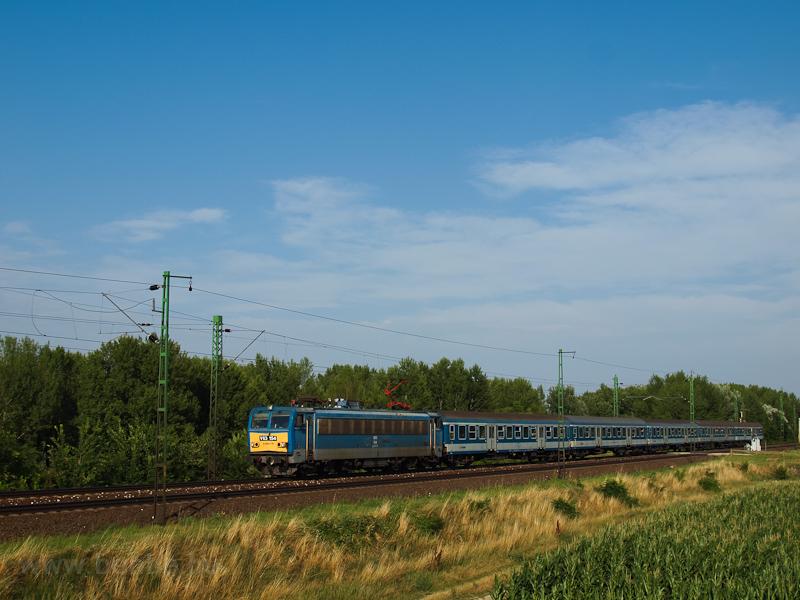The V63 154 between Szőny and Komárom photo