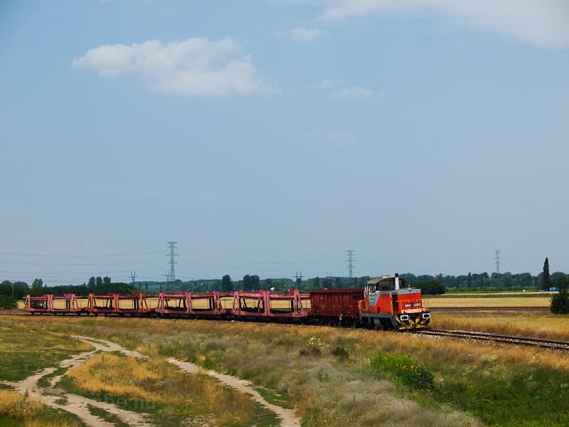 Az M47 1203 autószállító kocsikkal Esztergom-Kertvárosban Dorog felé menet fotó