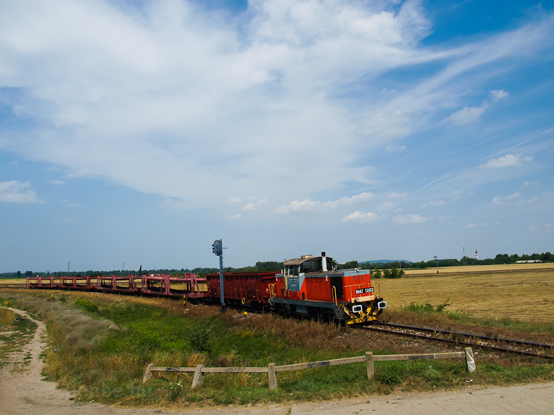The M47 1203 seen at Esztergom-Kertváros on its way to Dorog photo