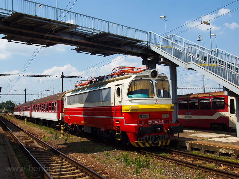 A ŽSSK 240 022-4 retró fotó