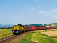 The M40 402 seen with the Preymesser freight train between Tokod and Tát
