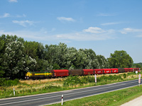 The M40 402 seen with the Preymesser freight train between Süttő felső and Várhegyalja