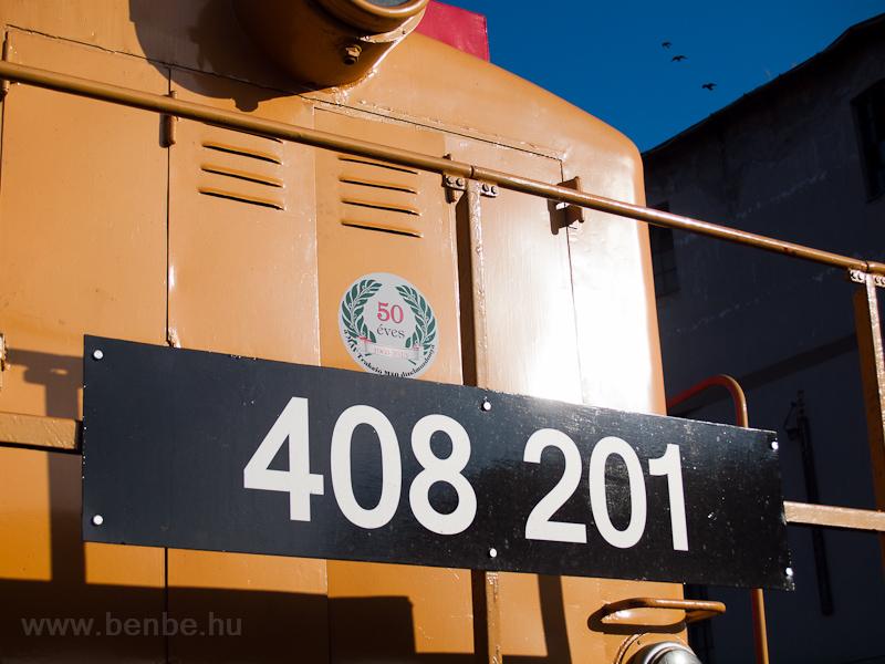 Az 50 éves sorozat emlékére készített matrica a még ifjú 408 201-esen fotó