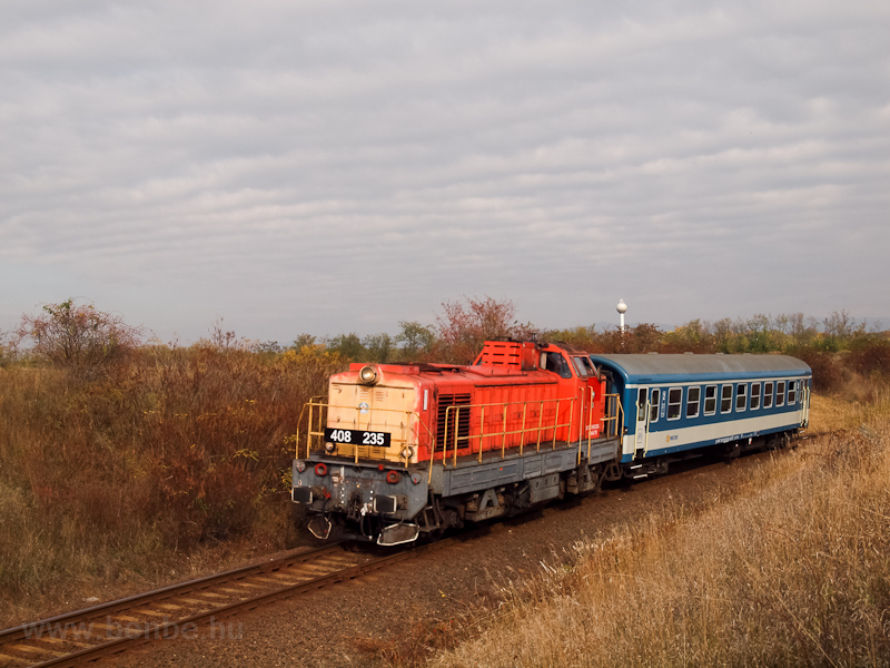 A MÁV-TR 408 235-ös Púpos Vámosgyörk és Jászárokszállás között fotó