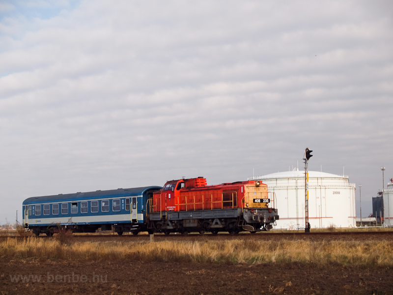 The MÁV-TR 408 235 seen between Vámosgyörk and Jászárokszállás photo