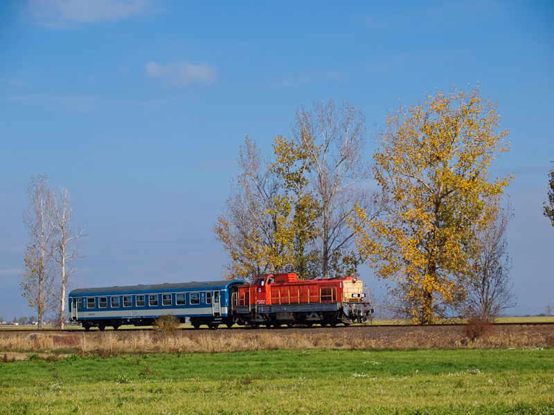 The MÁV-TR 408 235 seen between Jászárokszállás and Jászdózsa photo