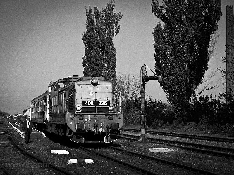 A MÁV-TR 408 235-ös Púpos Jászapáti állomáson fotó
