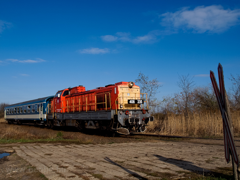 The MÁV-TR 408 235 seen between Jászkisér felső and Szellőhát photo