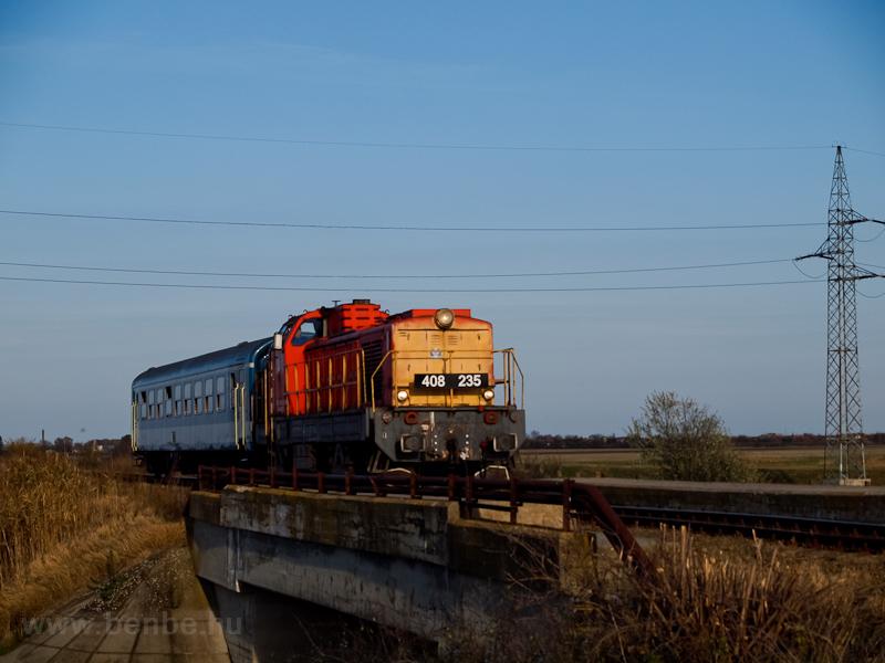 A MÁV-TR 408 235-ös Púpos Szászberek és Újszász között fotó