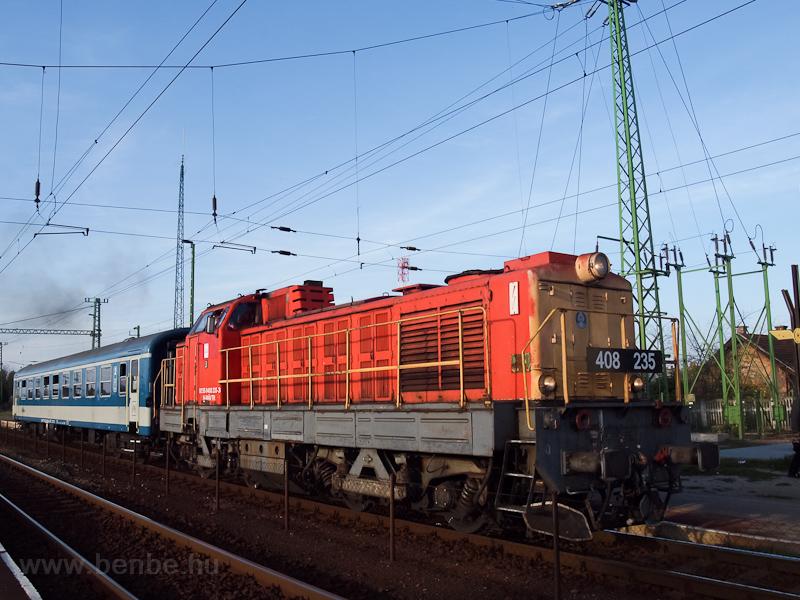 A MÁV-TR 408 235-ös Púpos Újszász állomáson fotó