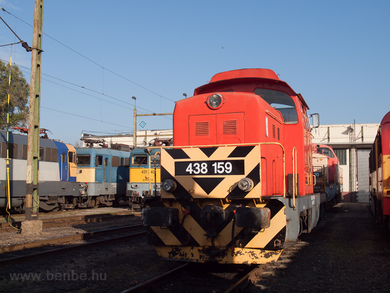 A MÁV-TR 438 159-es Dácsia Hatvanban fotó