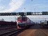 A CFR 91 53 0 477 753-4 pályaszámú Delfinje Újszász állomáson