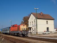 A MÁV-TR 408 235-ös Púpos Jászárokszállás állomáson