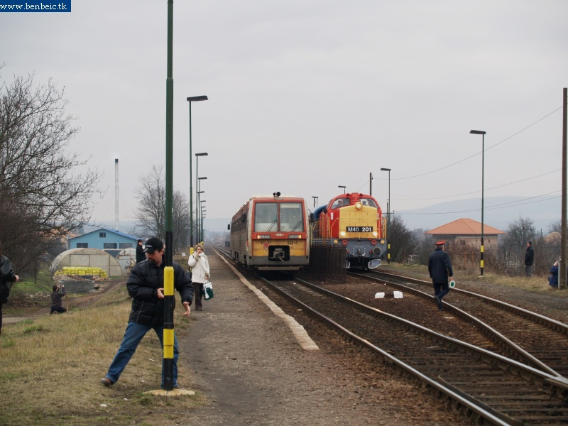 6341 025-2 és M40 201 Tar állomáson fotó