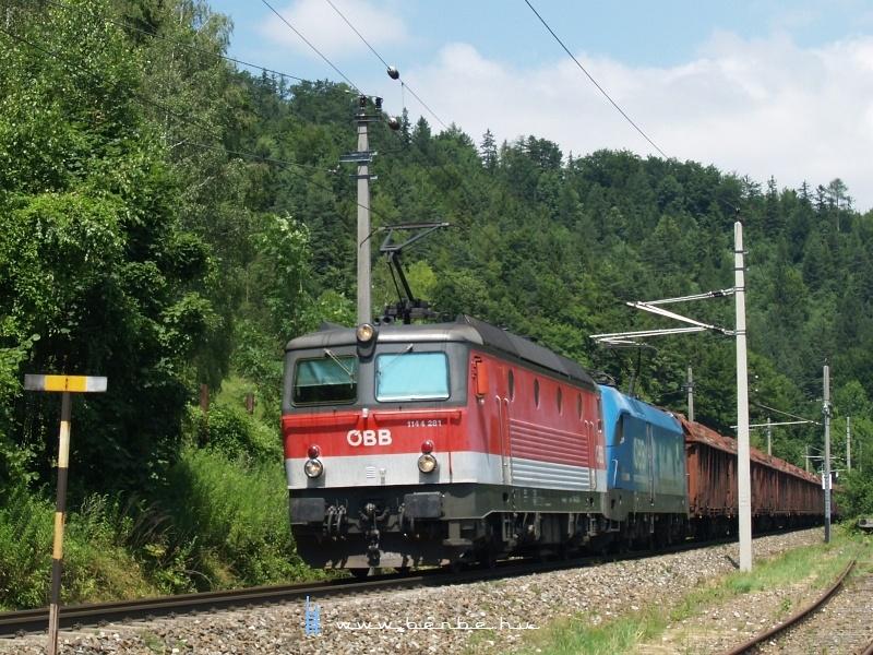1144 281 előfogatolja a 1016 023-2-est Klaus an der Pyhrnbahn állomáson fotó