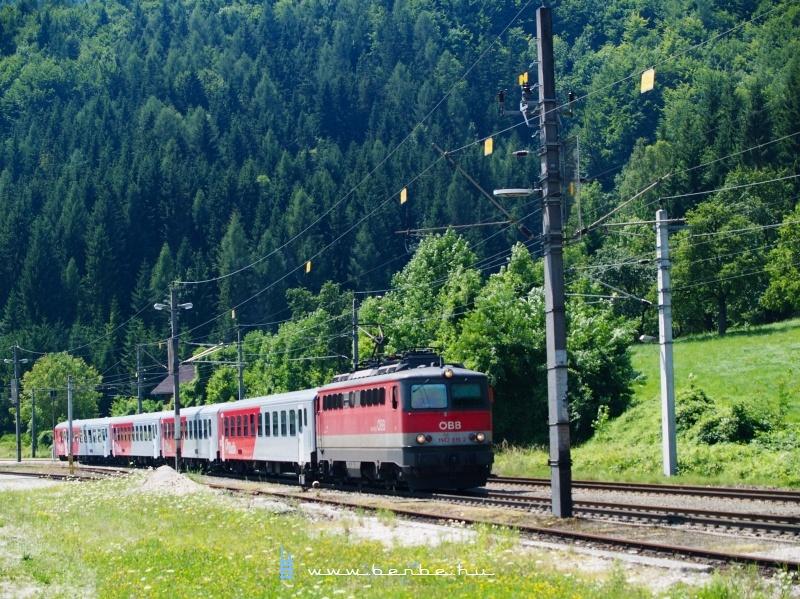 1142 615-2 Klausból indul személyvonatával Linzbe fotó
