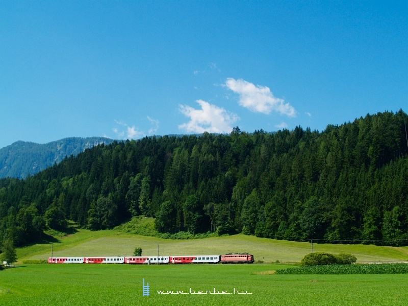 The 1142 564-2 is pushing a CityShuttle train between Windischgarsten and Spital am Pyhrn photo